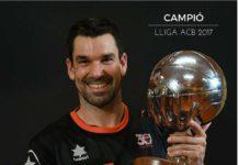 Rafa Martínez amb el trofeu de campió de lliga ACB