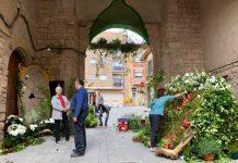 Decoració inspirada en el conte de la Blancaneus, al Portal de Berga FOTO.AJUNTAMENT DE SANTPEDOR