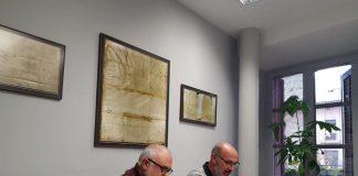 Josep Maria Melenchon, President de CUSA (esquerre), i Xavier Codina, alcalde Santpedor (dreta) firmant un nou conveni de col·laboració FOTO.AJUNTAMENT DE SANTPEDOR