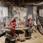 Dos nens recreant oficis medievals al pessebre vivent del Llissach FOTO.AJUNTAMENT DE SANTPEDOR