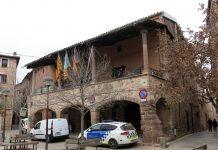 Cotxe la policia local davant l'Ajuntament de Santpedor