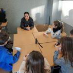 Laia Díez entrevistada per nens i nenes de 2on de l'escola l'Olivar de Castellnou de Bages