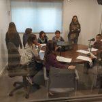 Alumens de 4rt de l'escola La Serreta gravant el Gronxador a Ràdio Santpedor