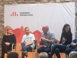 Xavi Codina al centre, acompanat de Núria Viladés, Ricard Rubis i Laura Tarradellas (d'esquerra a dreta) FOTO: ROGER HERNÁNDEZ
