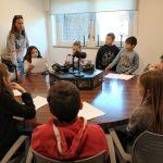 La classe de 2n Els Aligos de La Serreta van cantar una cançó als estudis de Ràdio Santpedor