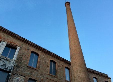 Xemeneia de l'antiga fàbrica de Cal Clarassó