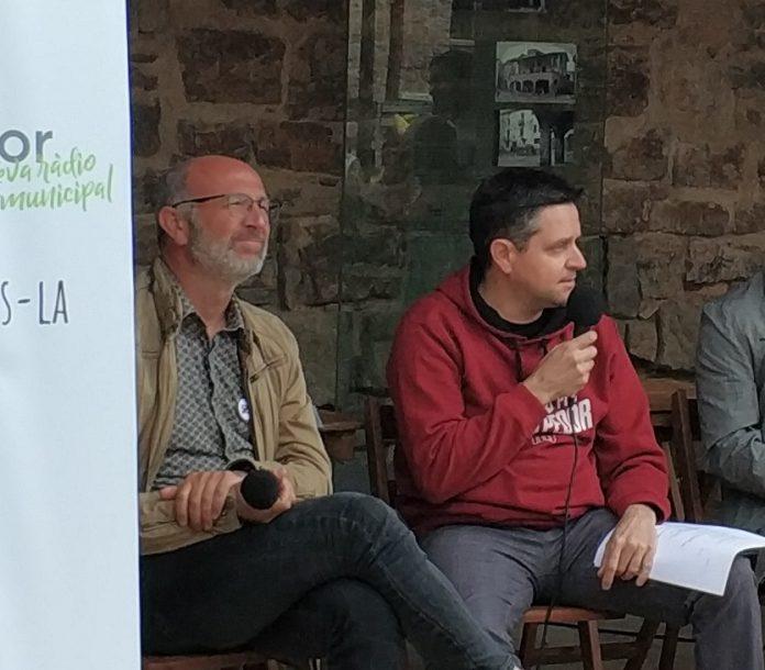 Xavier Codina i Antoni Puiggròs al debat municipal previ a les eleccions