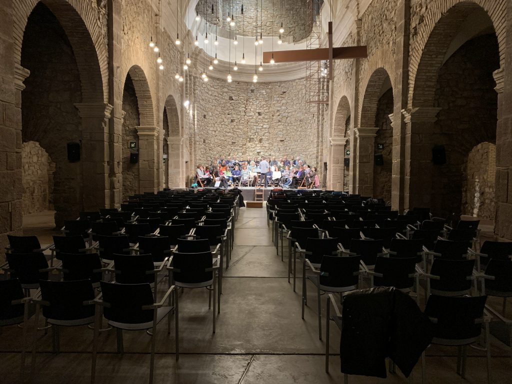 Un dels assajos de la coral Escriny a l'Auditori del Convent de Sant Francesc.