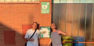 Siscu Díaz i Ferran Gallart a l'entrada del Cal Llovet.